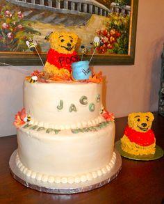 Winnie the Pooh Birthday and Smash cake cakeartbymarie.com
