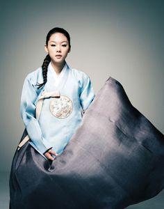 Korean traditional dress by Hanbok Lynn Korean Dress, Korean Outfits, Korean Clothes, Korean Traditional Dress, Traditional Dresses, Modern Hanbok, Foto Fun, Korean Wedding, Costumes Around The World