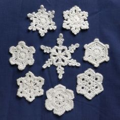 Really Easy Snowflake Patterns – Rainbow Junkie There are many incredibly delicate and complex crochet snowflakes but I had problems even with ones that I thought looked simpler so here are my Really Easy Snowflakes Patterns. Free Crochet Snowflake Patterns, Crotchet Patterns, Crochet Stars, Christmas Crochet Patterns, Holiday Crochet, Crochet Snowflakes, Real Snowflakes, Crochet Angels, Crochet Roses