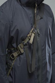 ACRONYM 2015 Fall/Winter Collection : A look at Errolson Hugh's latest creations. Armor Clothing, Temp Clothing, Urban Fashion, Mens Fashion, Cyberpunk Fashion, Monochrome Fashion, Apron Designs, Apparel Design, Winter Collection