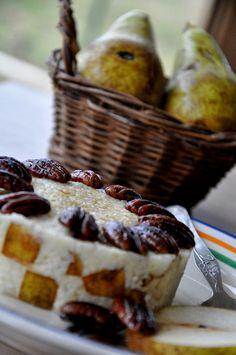 Pšenová kaša s hruškami a pekanovým orechami