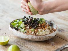 Wie du aus Blumenkohl, Mandeln und Oliven Couscous machst