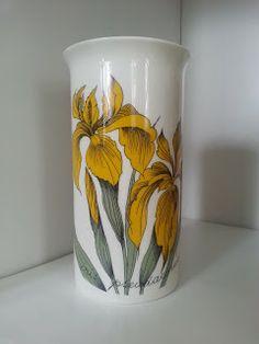Arabia Finland Keltainen Kurjenmiekka Iris Iris Iris, design: Esteu Tomula