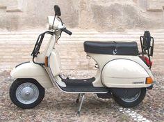 File:PiaggioVespaP200E1982R01.JPG - Wikimedia Commons