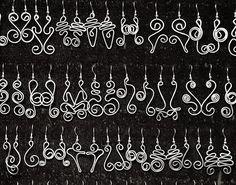 Pendientes hechos en alambre de aluminio