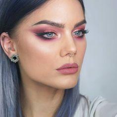 Make up artist, beauty influencer & founder of LH cosmetics. 💋 youtube: LindaHallberg, business inquiries: linda.hallberg@wearecube.se