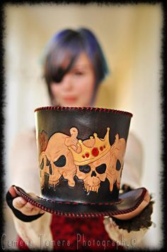 Leather Skull King Top Hat... Oh how I want to get into leather craft. So many hobbies so little $$