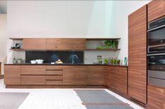 Cuisine sur mesure en placage de bois sans poignées LA CUCINA by Riva 1920 design Matteo Thun