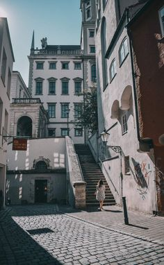 Augsburg Sightseeing – Spaziergang zu allen Sehenswürdigkeiten in Augsburg Augsburg Germany, Europe, East Germany, Future Travel, Tom Holland, Old Houses, Places Ive Been, Road Trip, Country