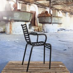 Tuinstoelen : Stripe stoel met armleuning zwart - Vintagelab15.com