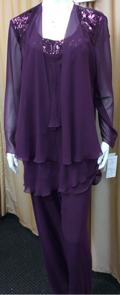 3 pieces chiffon pant suit Pull on pants -fully lined Beaded on around the neck Beads on the shoulder Very flattering style Colour: Shiraz Size: 12, 14, 16 norm