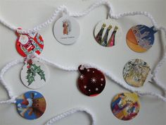 Christmas bunting from old Christmas cards - WHAT a good idea! Create Christmas Cards, Days To Christmas, Christmas Card Crafts, Christmas Ideas, Holiday Ideas, Christmas Ornaments, Diy Christmas Decorations Easy, Christmas Bunting, Old Greeting Cards
