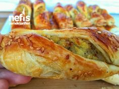 Patatesli Bükme Börek Turkish Recipes, Italian Recipes, Albanian Recipes, Turkish Sweets, Turkish Kitchen, Fish And Meat, Fresh Fruits And Vegetables, Pastry Recipes, Hot Dog Buns
