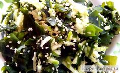 Салат с вакаме и кунжутом