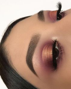 40 OF THE BEST EYESHADOW LOOKS! Simple natural makeup best makeup looks spring blue eyeshadow makeup makeup looks eyeshadow glitter eyeshadow highlight eyebrows on fleek Self Care Overload Cute Makeup, Gorgeous Makeup, Pretty Makeup, Glam Makeup, Teen Makeup, Rose Gold Makeup, Cheap Makeup, Amazing Makeup, Eye Makeup Tips