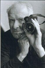 Portrait of Robert Doisneau ~ Documentary photographer. Robert Doisneau, Photo Portrait, Photo Art, Portrait Photography, Henri Cartier Bresson, Classic Photographers, Eugene Atget, Famous Artists, Artist At Work