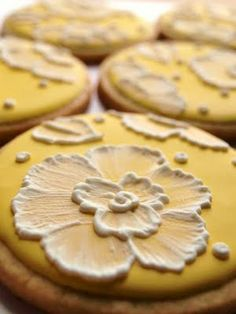pretty yellow cookies