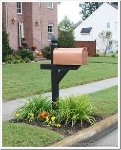 Get the look of a copper mailbox by spray painting it with Rust-Oleum Metallic Spray in Copper (post is painted with black satin exterior paint).  Can also use Martha Stewart Copper Liquid Gilding that has actual copper in it, so it will develop an aged patina over time. Easy Home Upgrades, Mailbox Ideas, Mailbox Designs, New Mailbox, Mailbox Garden, Mailbox Post, Mailbox Landscaping, Landscaping Design, Landscaping Around House
