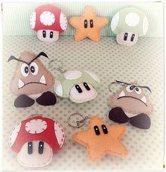 Chaveiros do Super Mario Bros <br> <br>Caso queira com cartão, embalagem e laço fica em R$ 0,50 a mais em cada unidade. <br> <br>* Pedido Mínimo de 20 unidades <br> <br>Imagem Ilustrativa. <br> <br>Modelo Exclusivo Atelier Belly