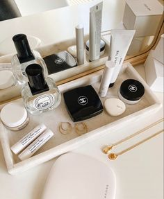 Minimalist Skincare, Chanel Beauty, Beauty Must Haves, Glitz And Glam, Luxury Beauty, Beauty Essentials, All Things Beauty, Beauty Care, The Balm