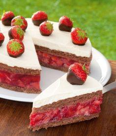 Gefüllte Erdbeertorte Rezept: Eine fruchtige Torte mit Erdbeeren für den Sommer - Eins von 5.000 leckeren, gelingsicheren Rezepten von Dr. Oetker!