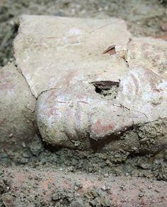 Straordinaria scoperta a Taranto. Ritrovata intatta una tomba greca del VI sec. a.C.