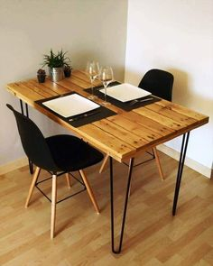 25 Coolest Pallet Furniture Items To DIY - Dining room design - Pallet Projects Hairpin Dining Table, Pallet Dining Table, Dining Table Legs, Dining Chairs, Pallet Furniture Desk, Trendy Furniture, Coaster Furniture, Furniture Stores, Diy Furniture