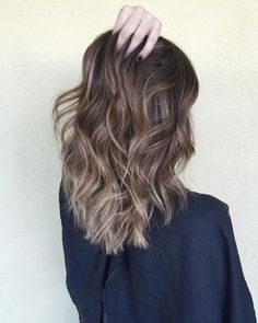 The balayage technique is also used to create the ombre effect Cabelo Ombre Hair, Balayage Hair, Haircolor, 2018 Hair Color Trends, Ombre Hair Color, Brunette Hair, Hair Videos, Dyed Hair, Hair Inspiration