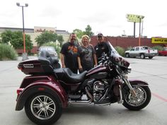 #newowners#motorcycles#harley#boots#mikebrunosbayoucountryharleydavidson#leather#houmaevents#triglide