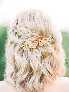 Gorgeous Braided Prom Hairstyles for Short Hair - . Gorgeous Braided Prom Hairstyles for Short Hair – love this pretty half up braided style with a floral hair accessory Prom Hairstyles For Short Hair, Spring Hairstyles, Trendy Hairstyles, Hairstyles 2018, Braids In Short Hair, Medium Length Wedding Hairstyles, Simple Hairstyles For Medium Hair, Bob Wedding Hairstyles, Short Hairstyles For Wedding Bridesmaid