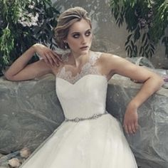 The brand new Elbeth Gillis wedding dress collection is full of gorgeous pieces and pretty illusion lace.