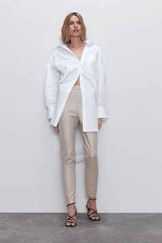 High waist leggings with false front welt pockets and invisible side zip fastening. HEIGHT OF MODEL: 177 cm. Beige Leggings, Leather Leggings Outfit, Faux Leather Leggings, Zara Outfit, Legging Outfits, Lou Fashion, Zara New, Zara Women, Fall Winter Outfits
