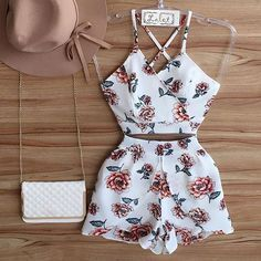 Conjunto cropped e shorts fashion trends summer outfits, fas Chic Outfits, Spring Outfits, Girl Outfits, Fashion Outfits, Fashion Shorts, Dressy Outfits, Teen Fashion, Womens Fashion, Moda Fashion