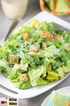 This Classic Caesar Salad is amazing, especially when you make the croutons and Caesar dressing from scratch. Perfect with an Italian entree. Salad Recipes Video, Healthy Salad Recipes, Lettuce Salad Recipes, Italian Salad Recipes, Ceaser Salad Recipe, Easy Ceasar Salad, Homemade Ceasar Salad, Chicken Ceasar Salad, Arroz Con Pollo