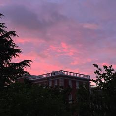 Sky Aesthetic, Aesthetic Images, Aesthetic Wallpapers, Purple Aesthetic, What's My Favorite Color, Night Clouds, Rainbow Sky, Sunset Pictures, Pink Sky