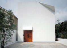 Conçue par l'architecture Yukio Hashimoto, la résidence se situe à Gion, quartier chic de Kyoto.
