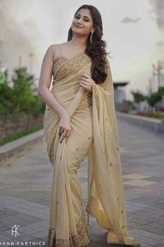golden saree with contrast blouse Beautiful Bollywood Actress, Most Beautiful Indian Actress, Golden Saree, Bridesmaid Saree, Saree Hairstyles, Saree Poses, Simple Sarees, Saree Photoshoot, Stylish Sarees