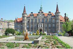 Ratusz w Wałbrzychu – budowla została wzniesiona w 1856 r. w stylu neogotyckim.  Budynek ratusza zaprojektował i wykonał królewski budowniczy Hermann Friedrich Wäsemann z Wrocławia. Jest siedzibą władz miejskich Wałbrzycha.