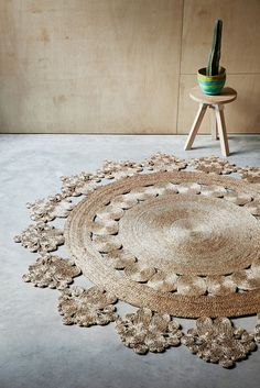 Charming Seagrass Rug For Floor Decoration Ideas: Round Seagrass Rug With Side Table And Grey Floor For Home Decoration Ideas