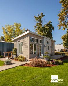 Granny pods prefab A beautiful modular home from IdeaBox called the Northwest. The hme has one bedroom, one bathroom, a galley kitchen, and a cozy living room! Modern Tiny House, Tiny House Living, Cozy Living, Living Room, Small Living, Modern Prefab Homes, Modular Homes, Granny Pod Cost, Granny Flat
