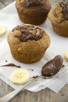 Delicious Bananamuffins with Nutella- Brenda Kookt! Nutella Muffin, Bake My Cake, Baking Bad, Nutella Cupcakes, Delicious Desserts, Yummy Food, Nutella Recipes, Mini Muffins, No Bake Cookies