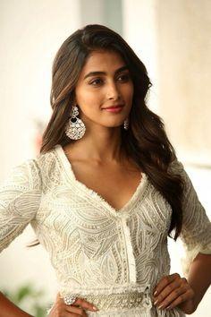 Pooja Hegde Beautiful Bollywood Actress, Beautiful Indian Actress, South Indian Actress, Beautiful Actresses, Beautiful Ladies, Bollywood Girls, Bollywood Actors, Actress Anushka, Actress Pics