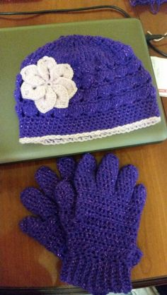Crochet hat and gloves