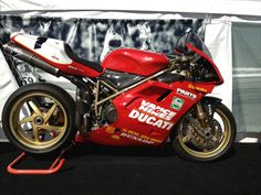 Ducati 851 so pretty, if only you could hear it