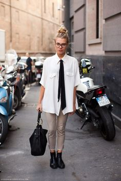 Oversized shirt with a tie for Stockholm street style Style Me, Your Style, Nerd Style, Belle Silhouette, Lady, Stockholm Street Style, Neue Outfits, Suit Up, Oversized Shirt