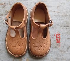 FRENCH VINTAGE 50's / kids shoes / leather / natural tan / made in France / new / EU 18/19/20/21/24/25