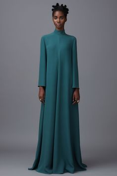 Valentino Pre-Fall 2016 collection, runway looks - Cool Chic Style Fashion Abaya Fashion, Muslim Fashion, Modest Fashion, Fashion Dresses, Fall Fashion 2016, Runway Fashion, Fashion Show, Autumn Fashion, Style Fashion