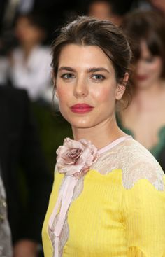 Charlotte Casiraghi - uncanny resemblance to her mother, Princess Caroline - Charlotte Casiraghi is the granddaughter of Princess Grace of Monaco Charlotte Casiraghi, Grace Kelly, Princess Charlotte Of Monaco, Princess Mary, Monaco Princess, Arabic Wedding Dresses, Beautiful People, Beautiful Women, Monaco Royal Family