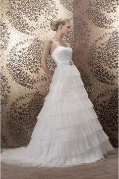 Pronuptia Paris robe de mariée tulle évasée traîne chapelle cristal sans bretelles
