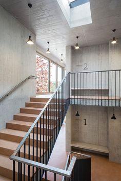 Steel Stairs Design, Stair Railing Design, Stair Handrail, Staircase Railings, Stairways, Ramp Stairs, House Stairs, Interior Stairs, Interior Architecture